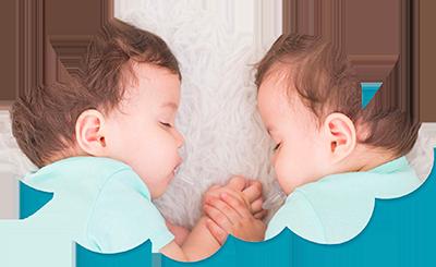 Hermanos gemelos durmiendo. Enseñamos a dormir a los bebés