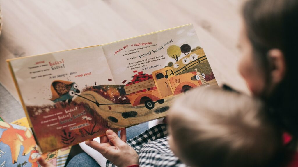 niño leyendo cuento como rutina