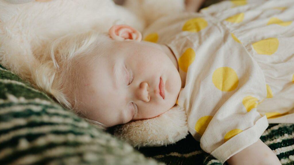 niño mayor de 2 años durmiendo